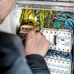 frequentare un corso professionale riconosciuto per elettricista