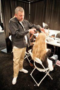 l'hair stylist della moda e dei set televisivi